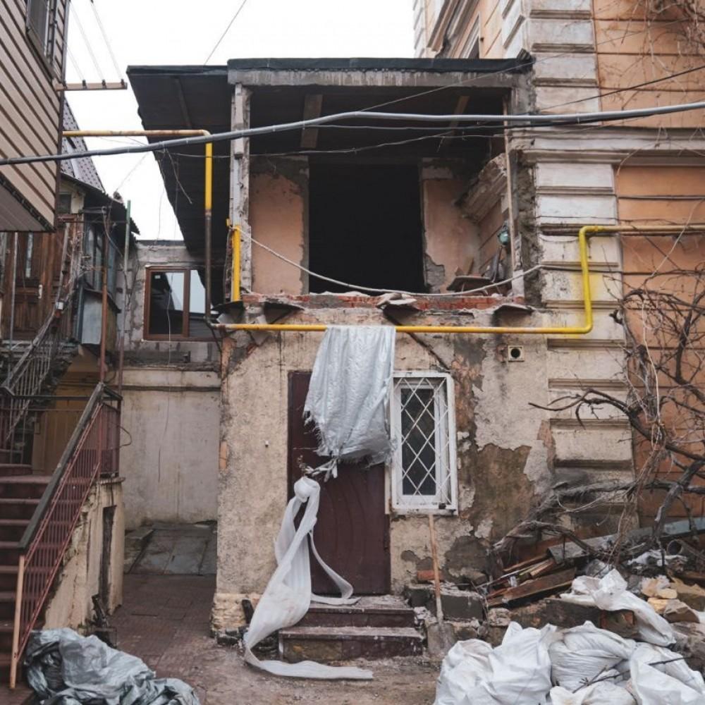 В Воронцовском переулке разбирают пристройку над квартирой