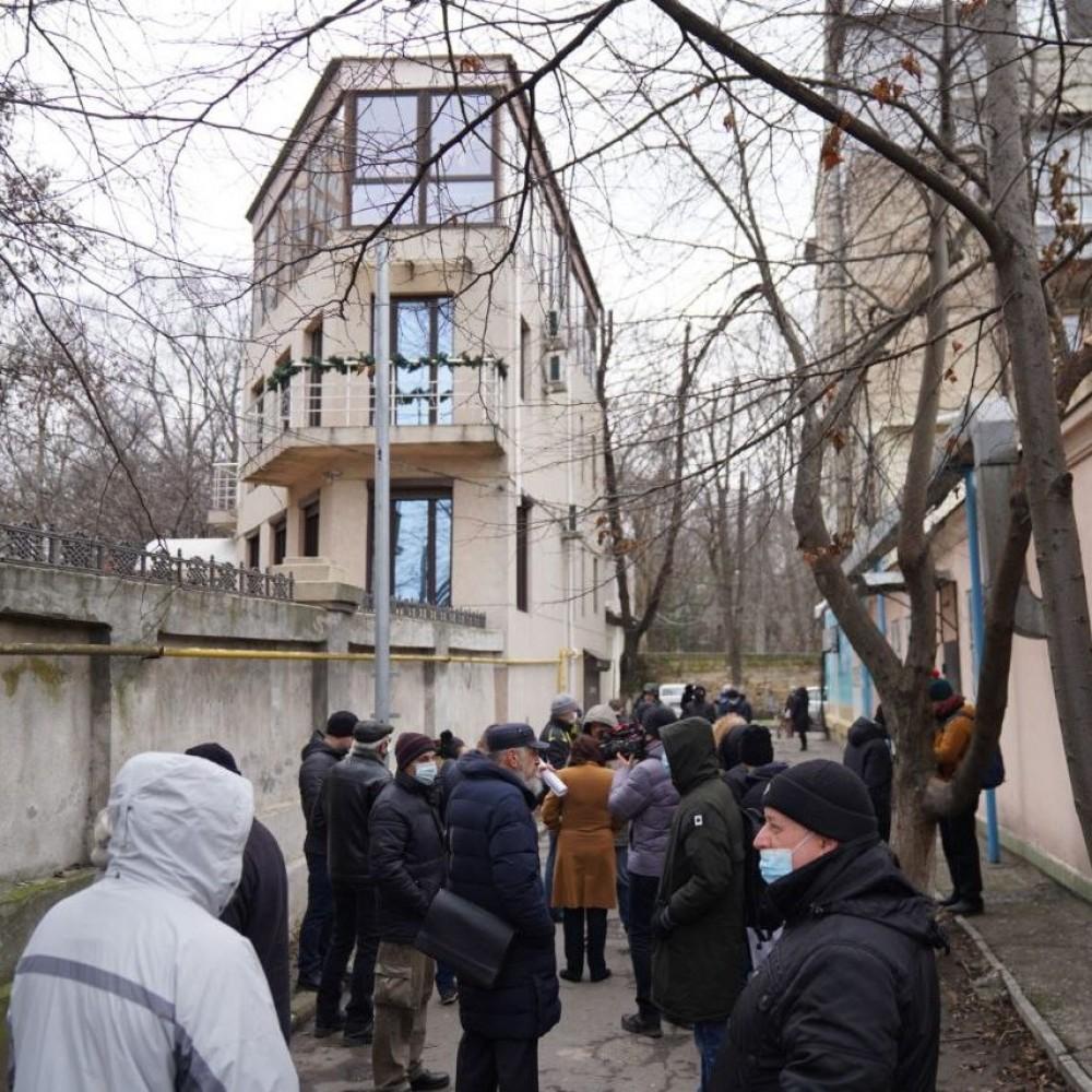 На Черноморской местные митинговали против строительства в их дворе