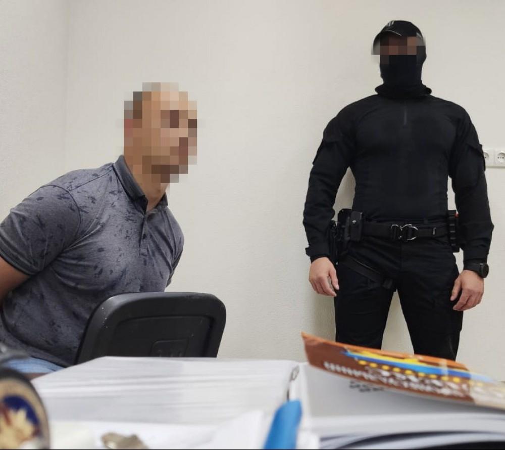 Глава суда и адвокат вымогали взятку и попались (обновлено)