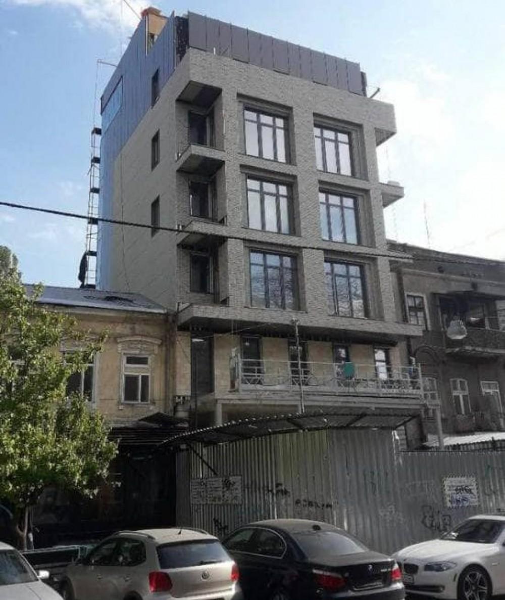 Под видом реконструкции построили 7-этажку // Суд признал нахалстрой на Ришельевской незаконным