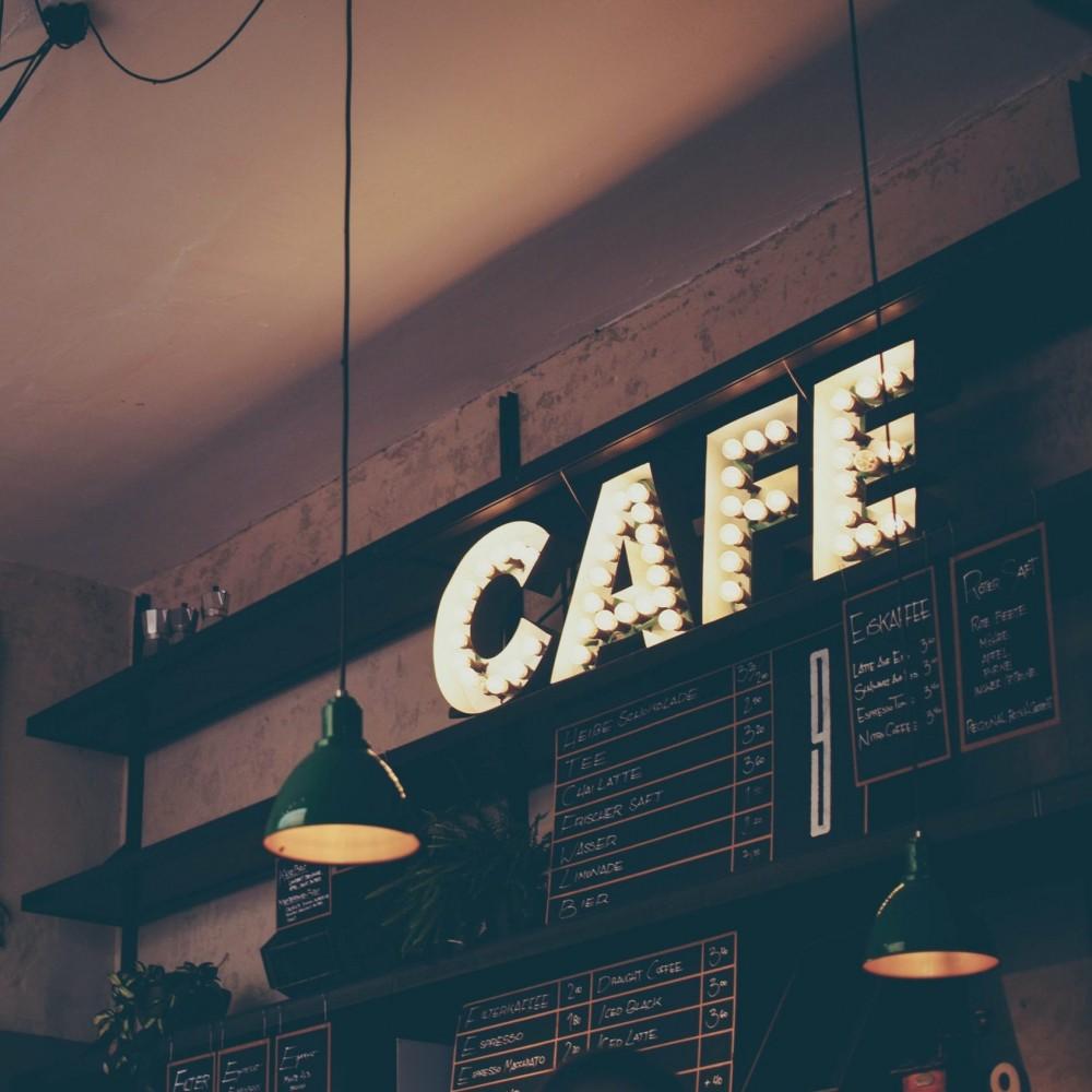Карантин не указ // В Одессе собственник кафе набросился на копов, приехавших закрывать заведение