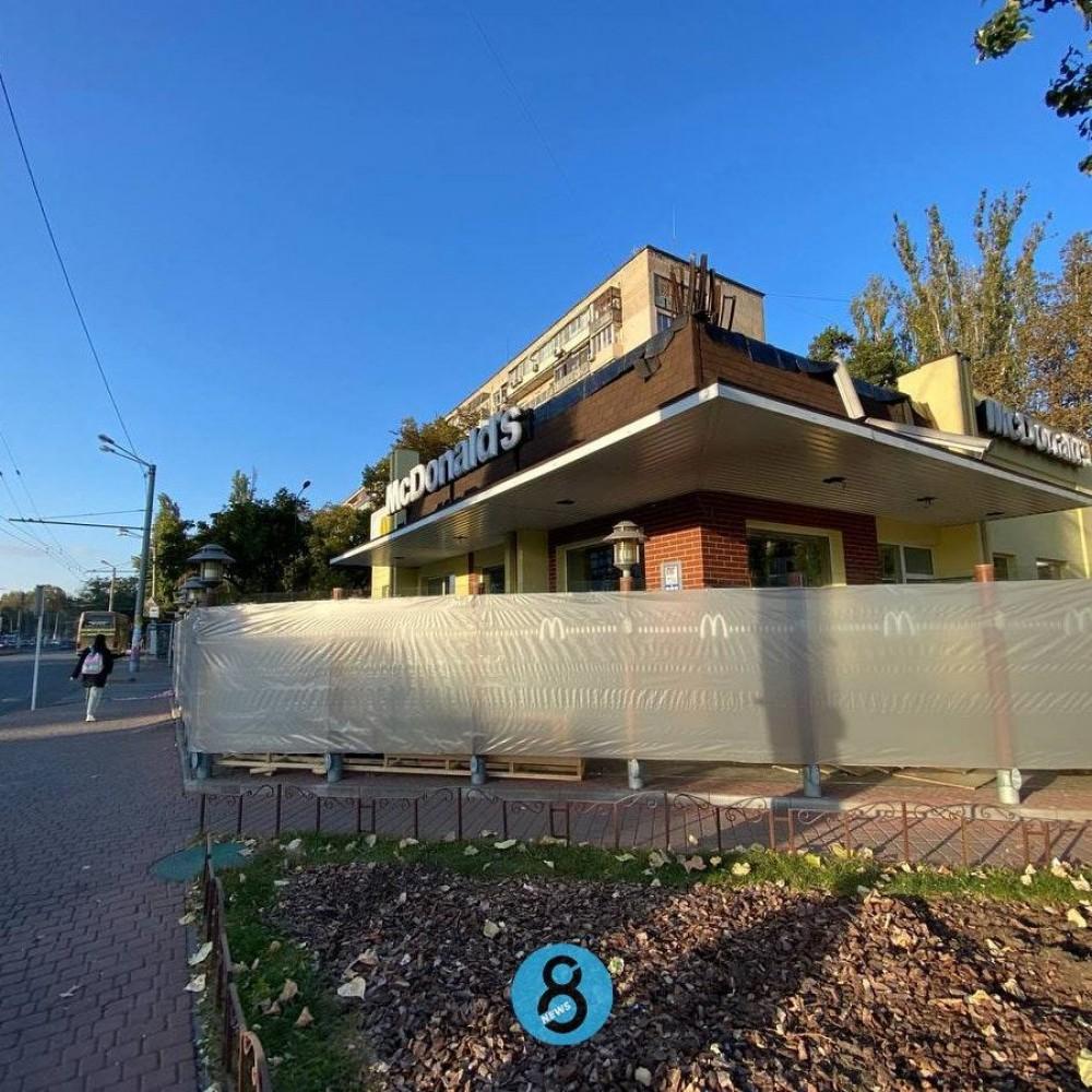 Закрыли на ремонт // McDonald's на площади Толбухина не работает