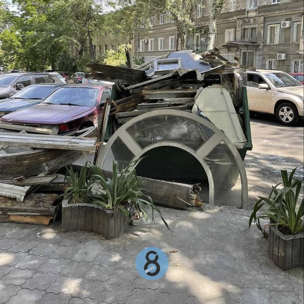 Украинский театр лишился аутентичных окон // Так предусмотрено проектом реставрации