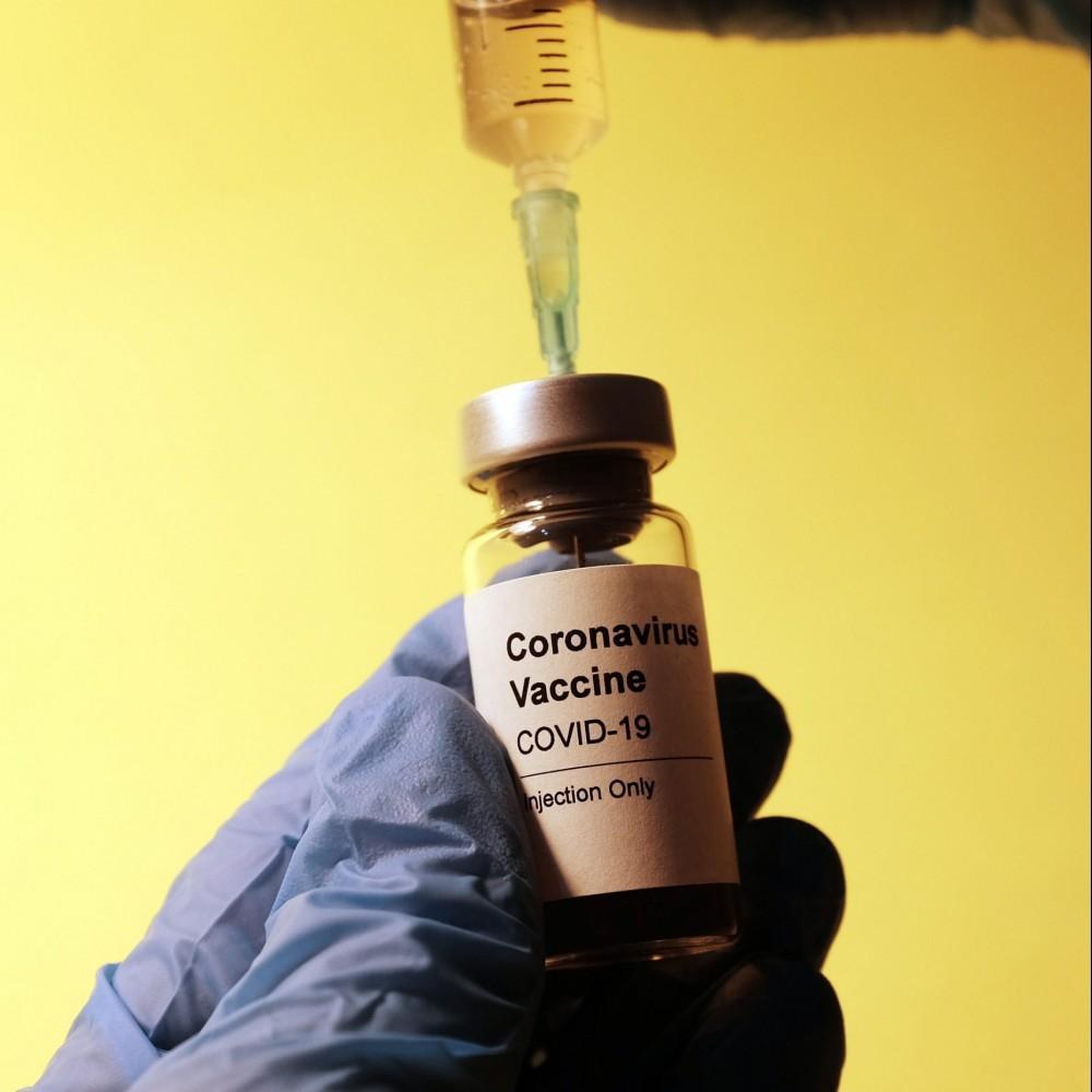 Старт вакцинации // В Украину прилетела первая партия индийской вакцины от коронавируса