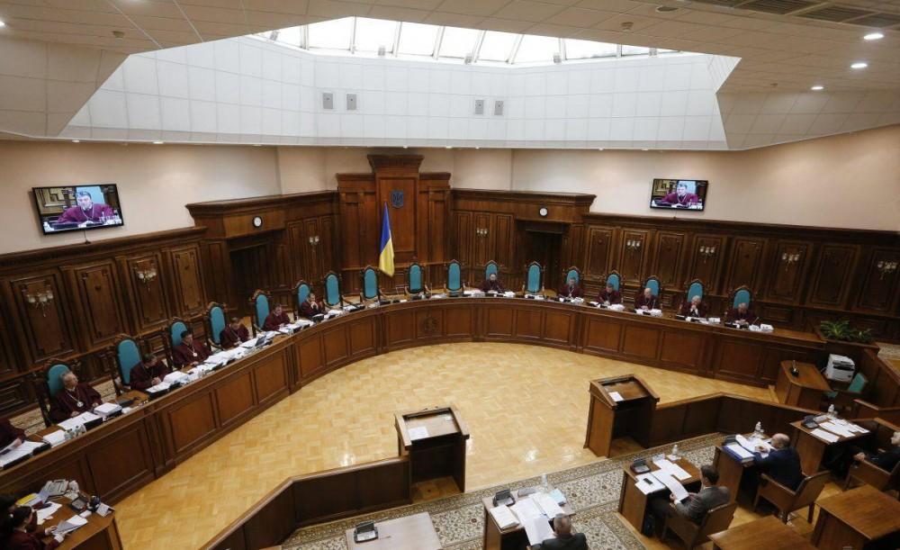 КСУ в центре скандалов // Краткий экскурс в историю Конституционного суда Украины