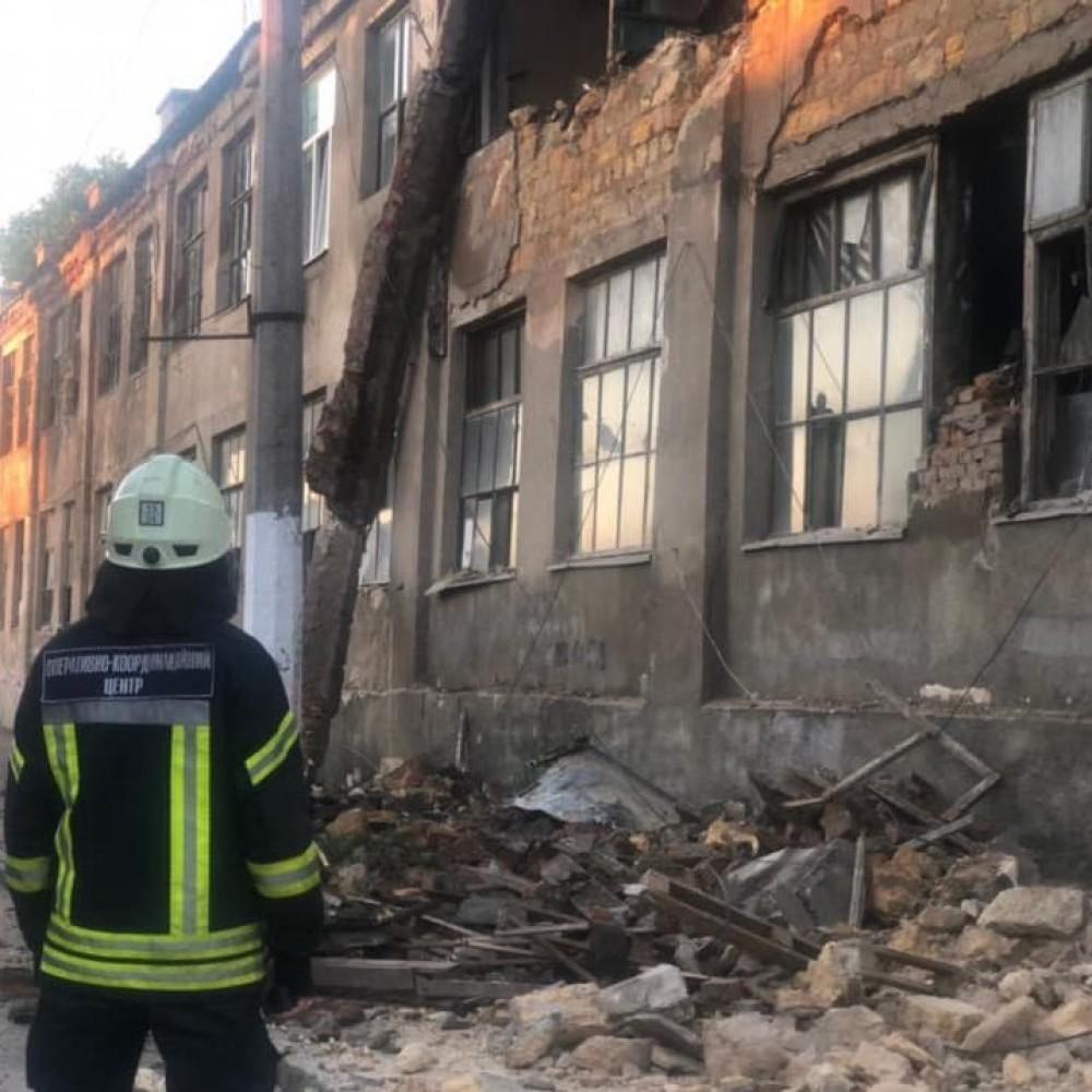 Обрушение на Косвенной, 27 // Спасатели демонтировали опасные обломки здания