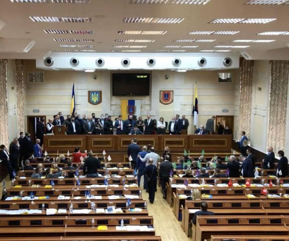 Скандалы, драки и ручное голосование // Депутаты облсовета провели вторую сессию