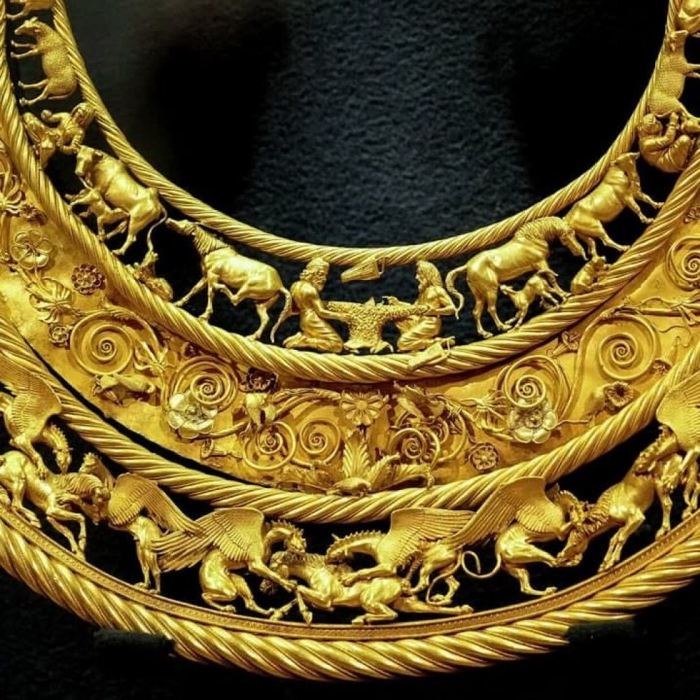 Признали собственностью Украины // Суд постановил вернуть скифское золото