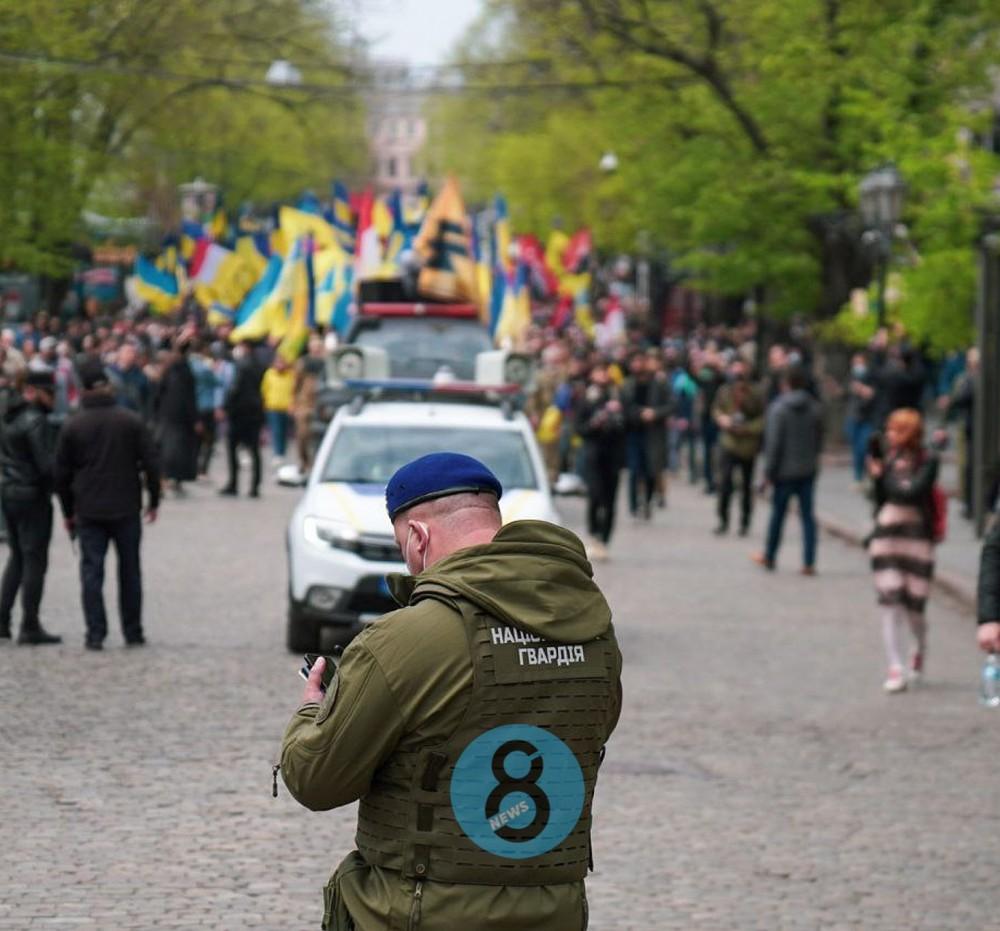 В центре города прошел марш защитников Одессы