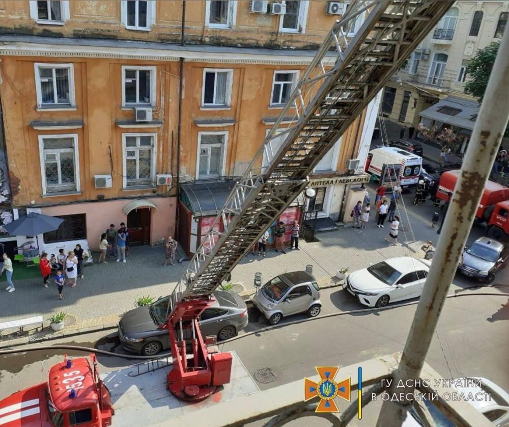 Пожар в центре Одессы // Жильцов эвакуировали