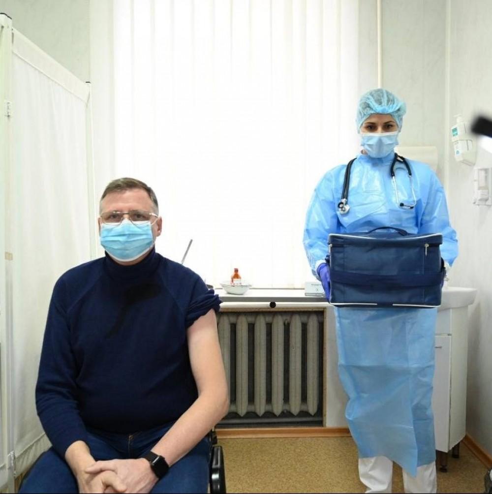 В Одессе и области стартовала вакцинация от короны // Первым укололи врача инфекционки