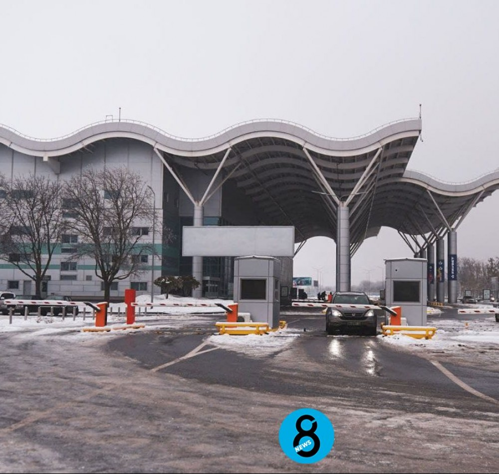 В Одесском аэропорту продолжают брать плату за первые полчаса парковки