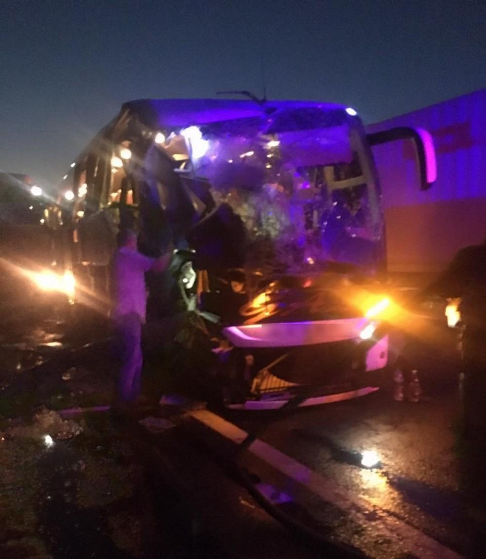На трассе Одесса – Киев автобус врезался в зерновоз // Один погибший, четверо пострадавших (обновлено, добавлено видео)