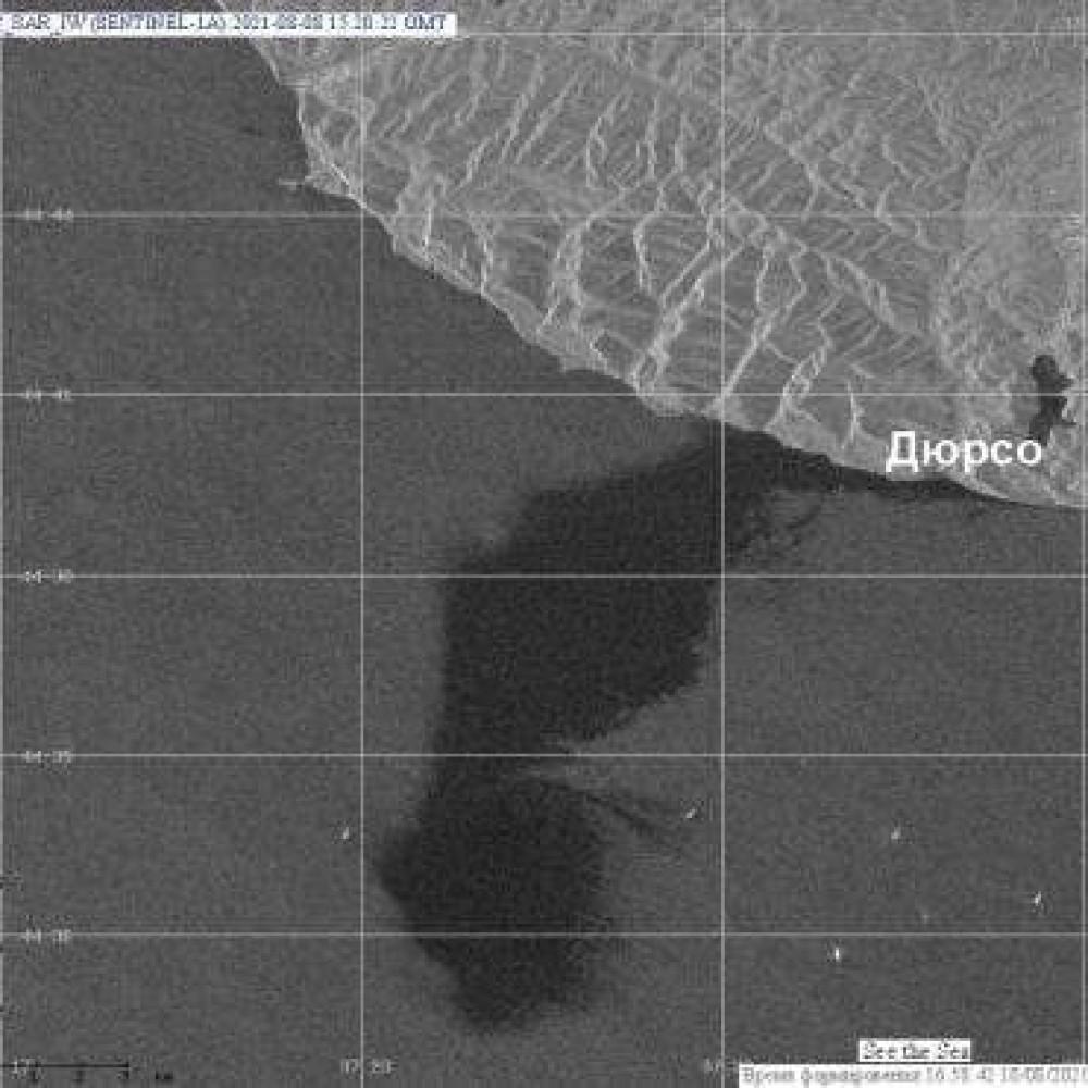 В России произошел масштабный разлив нефтепродуктов в Черном море // Загрязнено почти 100 км²
