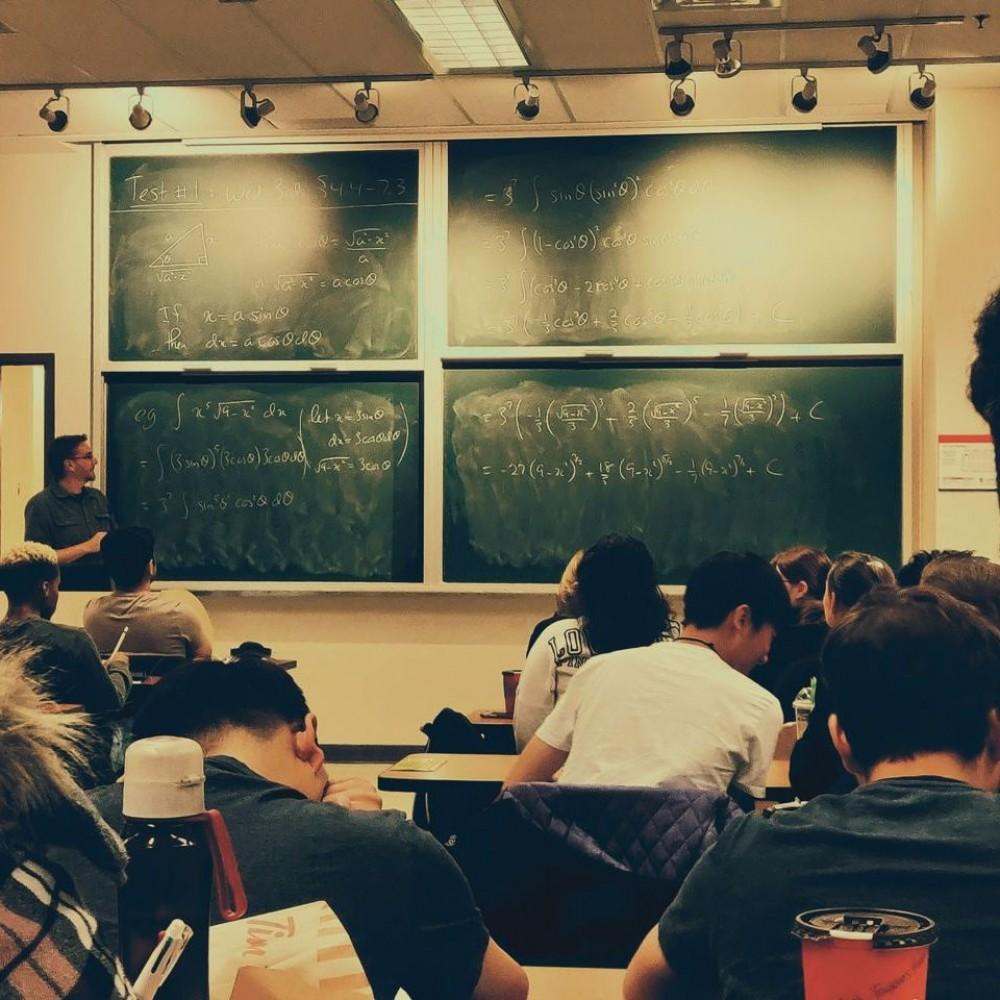 Как будут работать учебные заведения с 25 января // Пояснения Минобразования