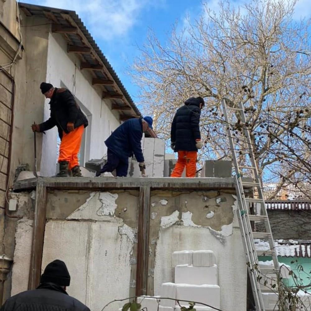 Одесские коммунальщики демонтировали незаконную пристройку