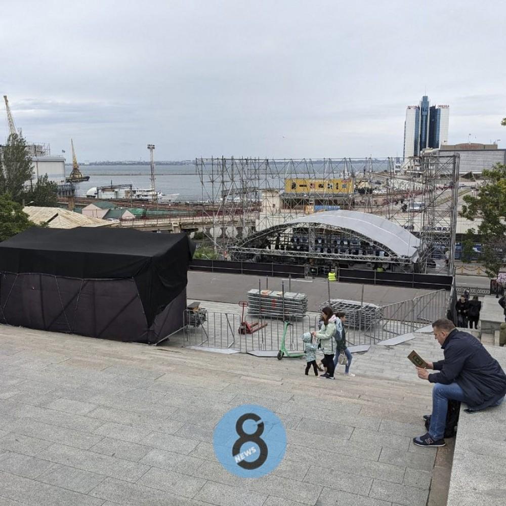 Odessa Classics // На Потемкинской лестнице монтируют сцену для оpen air концерта