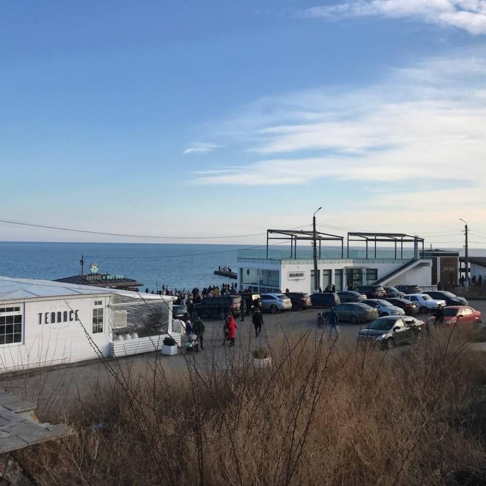 Одесситы массово вышли на прогулки к морю