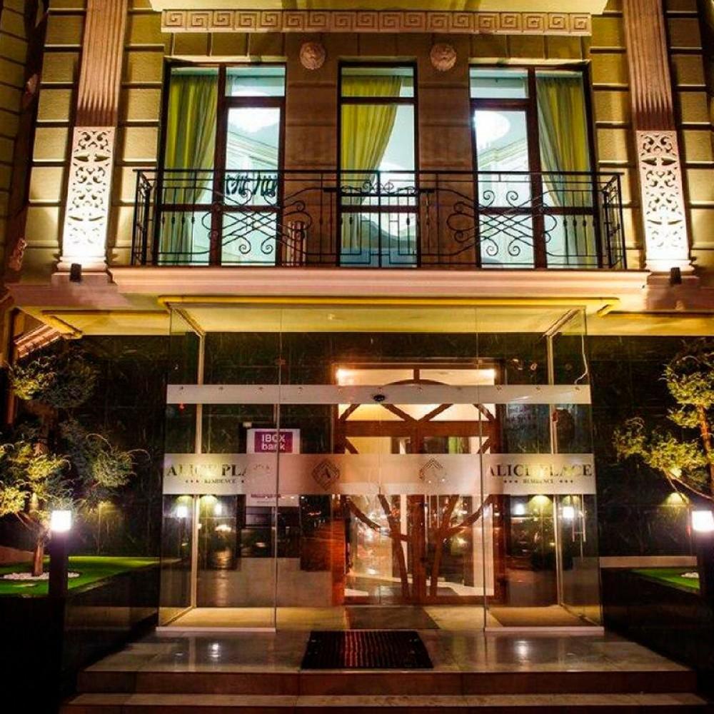 В Одессе ночью обстреляли гостиницу Alice Palace