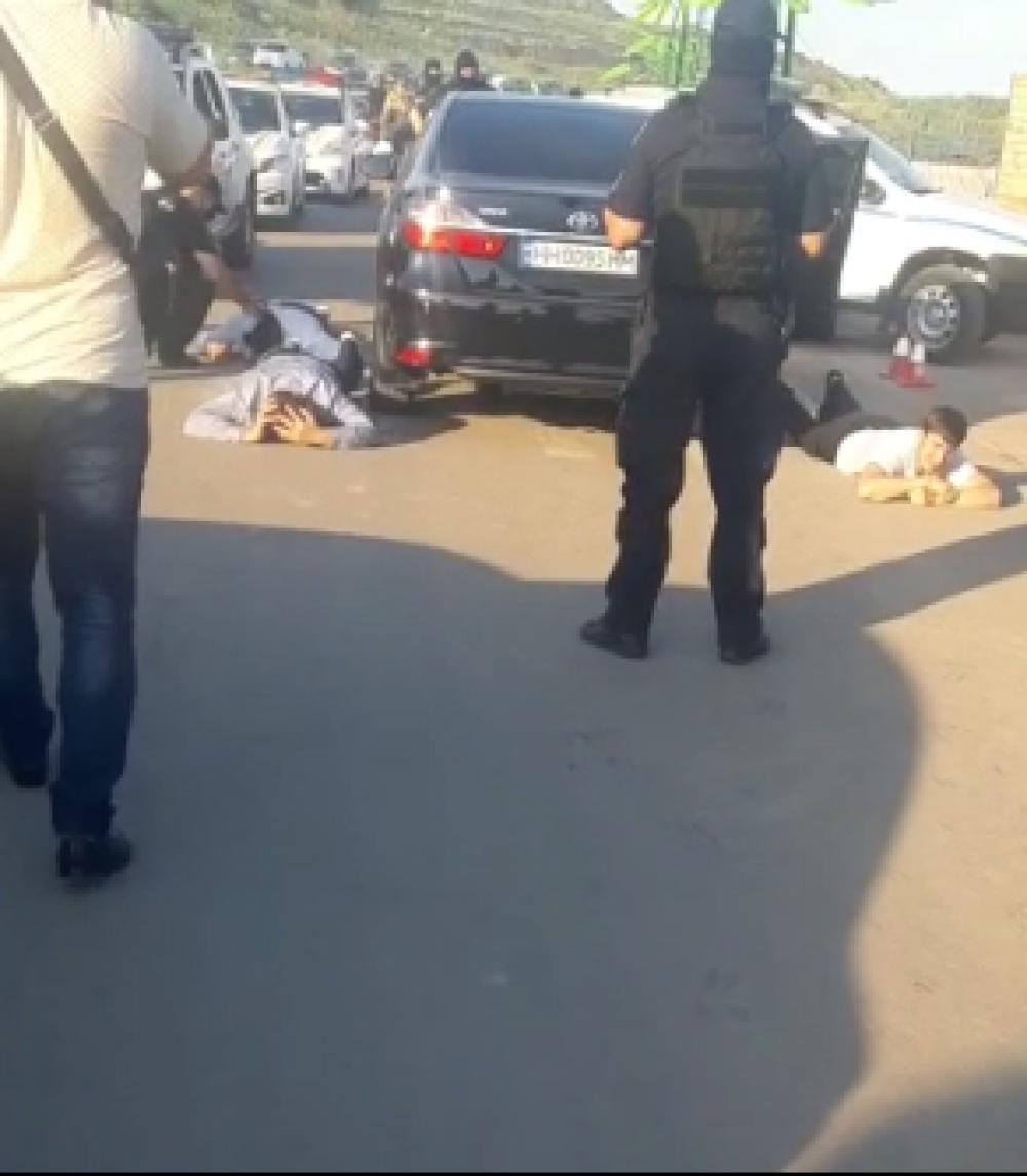 В Фонтанке устроили стрельбу на дороге // Дебоширов задержала полиция