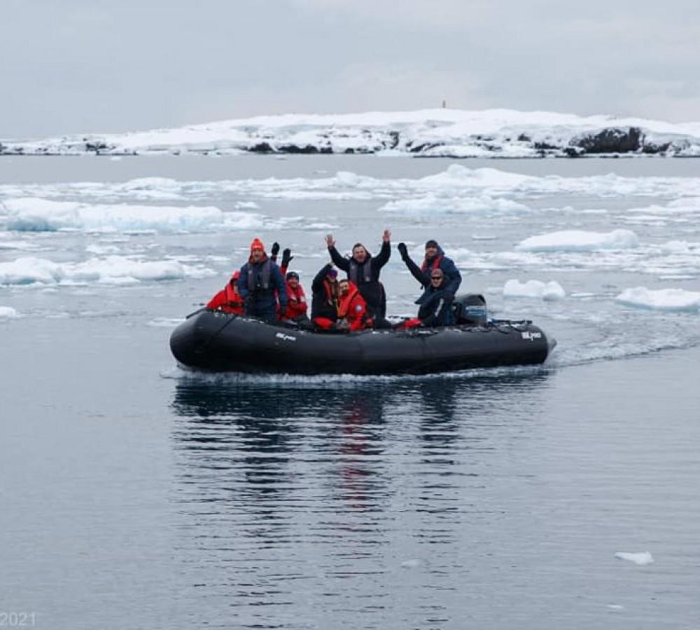 На станции «Академик Вернадский» в Антарктиде пересменка