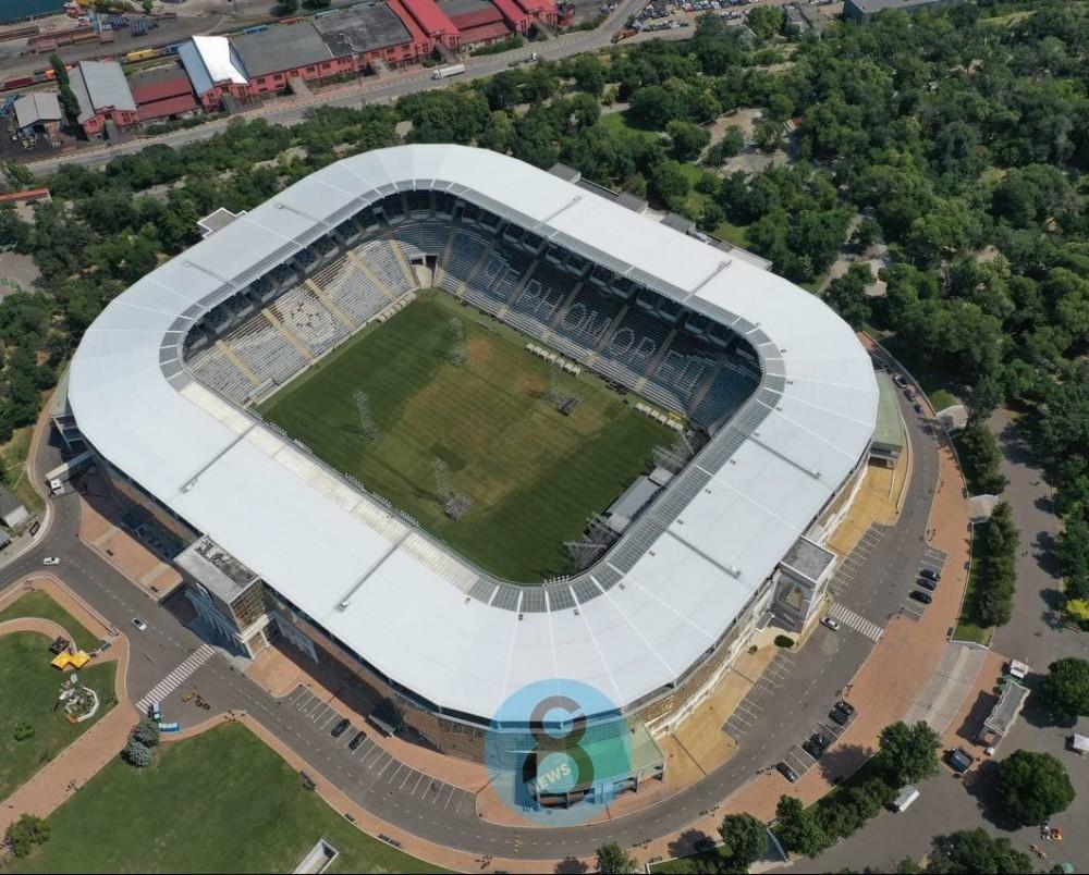 На стадионе «Черноморец» фанаты Макса Коржа вытоптали траву