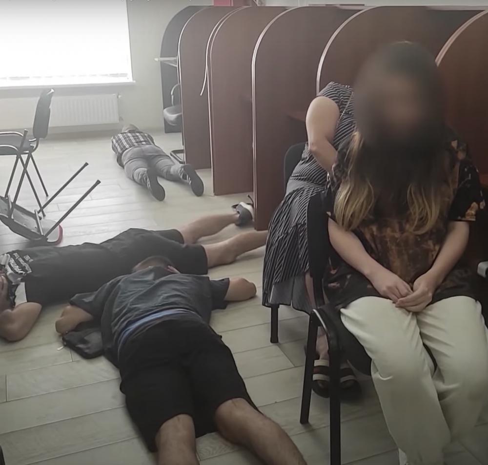 Представлялись работниками банка // В Одессе накрыли банду телефонных аферистов
