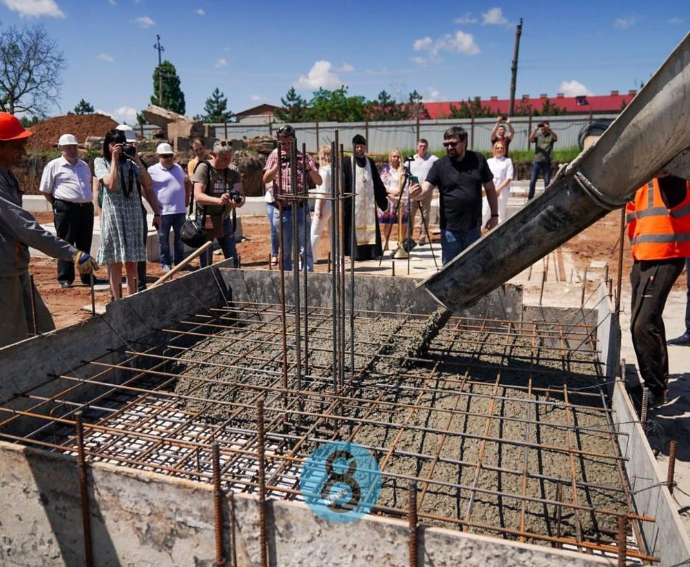 Знаковое событие // В пгт Таирово заложили капсулу времени под строительство детсада