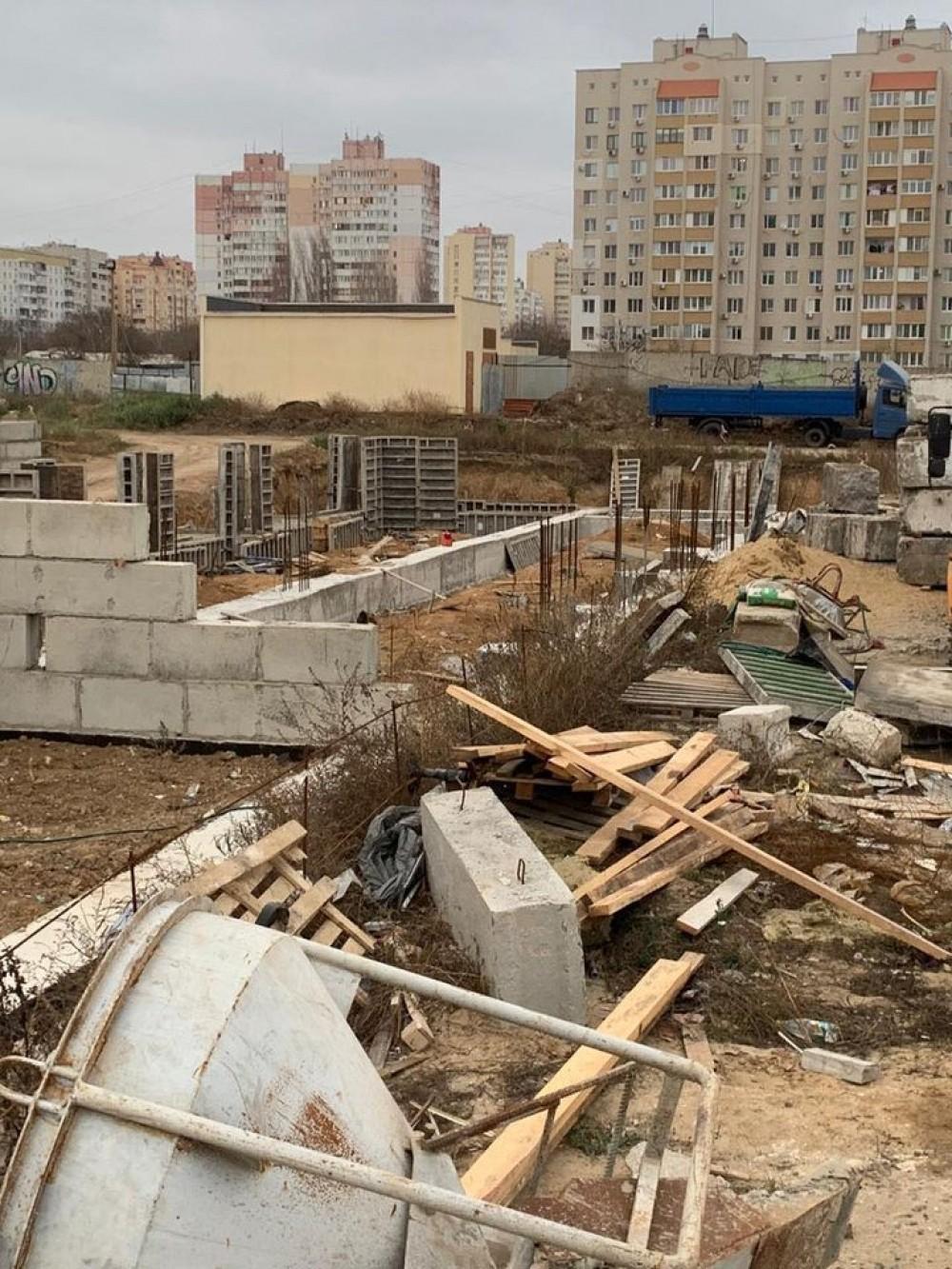 Школа-долгострой на Марсельской // Застройщика будут судить за присвоение бюджетных миллионов