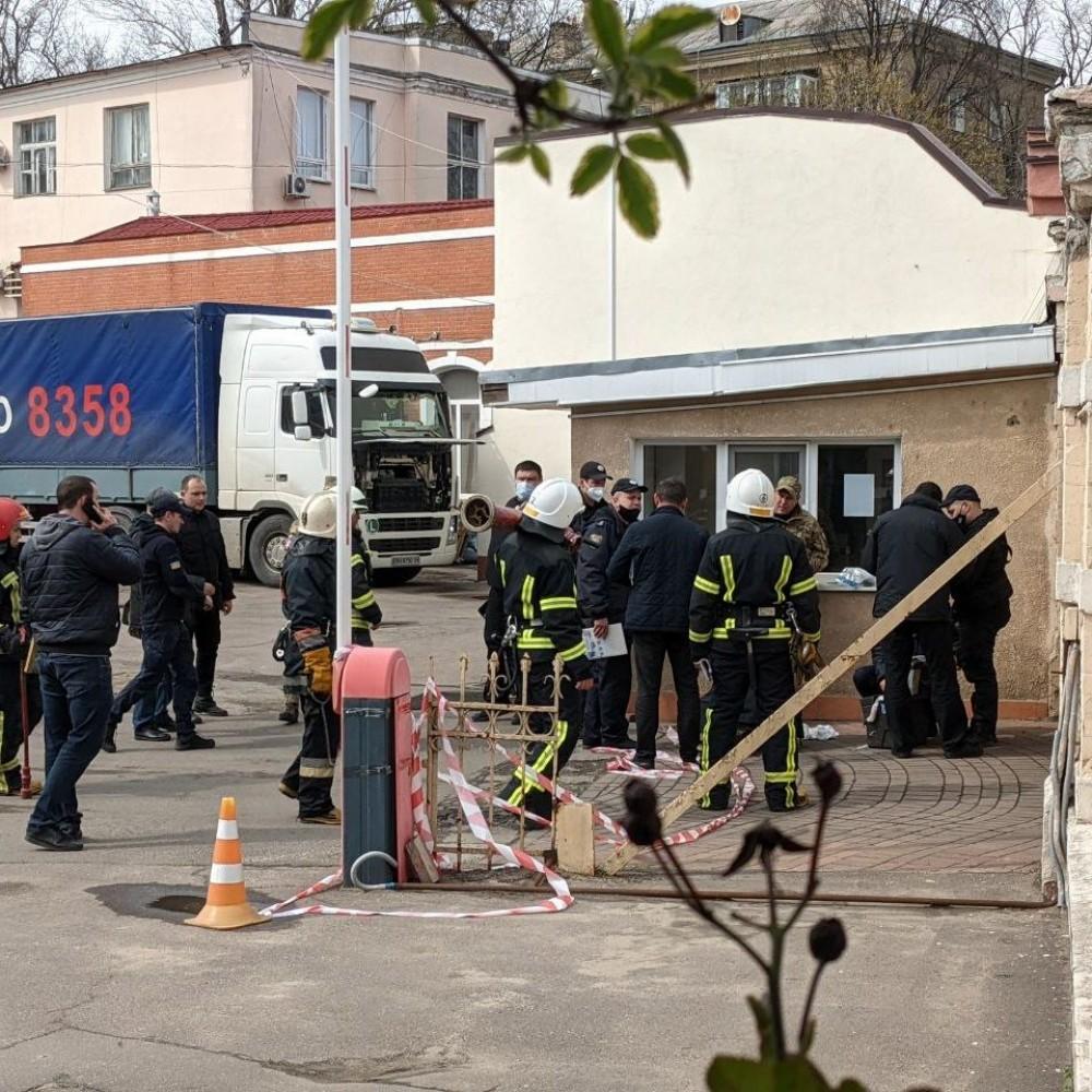 Взрывотехники нашли на Французском бульваре боевую гранату и муляж самодельного взрывного устройства