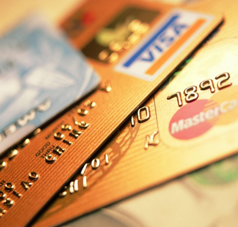 Банки начали списывать деньги со счетов должников