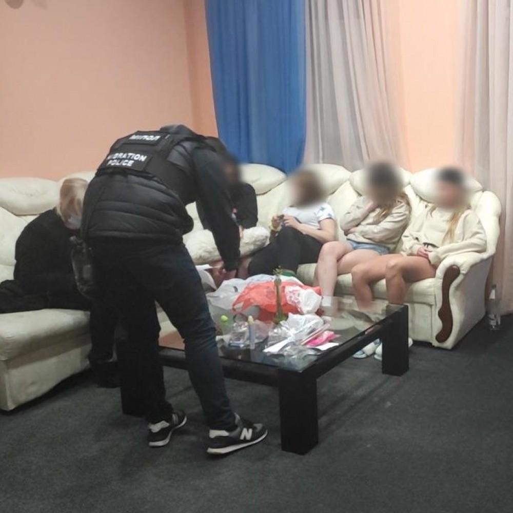 Масштабная спецоперация // В Одессе пресекли деятельность 10 борделей