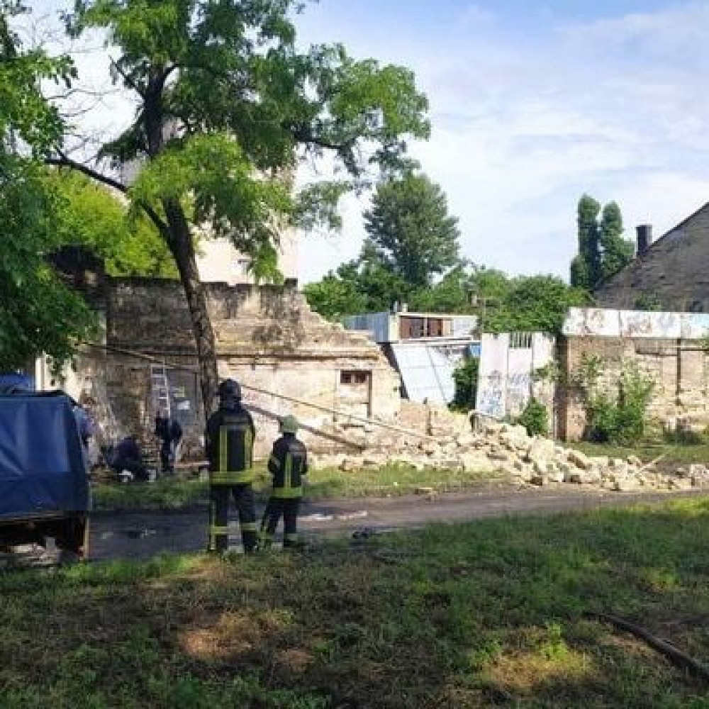 На одесской Пересыпи рухнувшая стена оставила без газа жилой дом