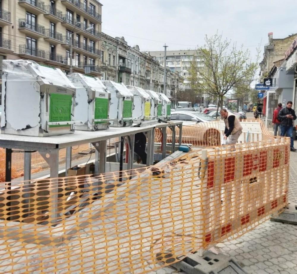 В Одессе заканчивают установку еще одной умной подземной системы для сбора мусора
