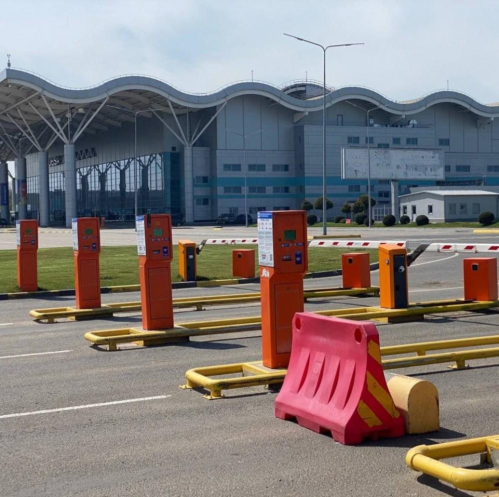 В Одесском аэропорту заработала новая схема парковки // Возле старого терминала оставлять авто вдвое дешевле