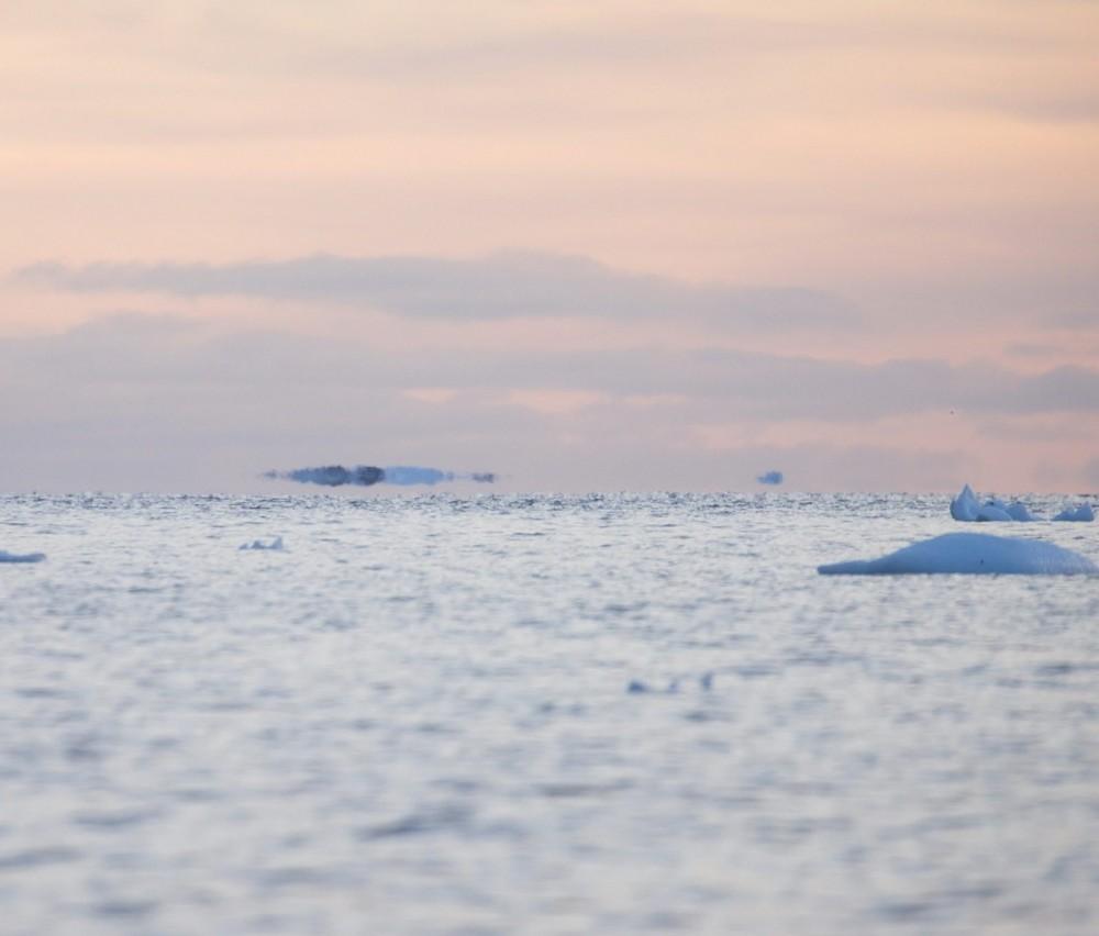 «Летающие» айсберги над Антарктидой // Ученые показали красивый мираж