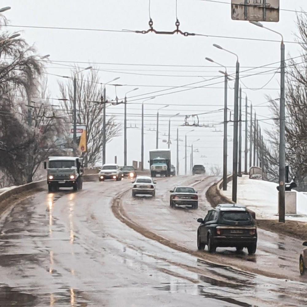 ⛔️ Забили на знак // Фуры продолжают ездить по Ивановскому мосту