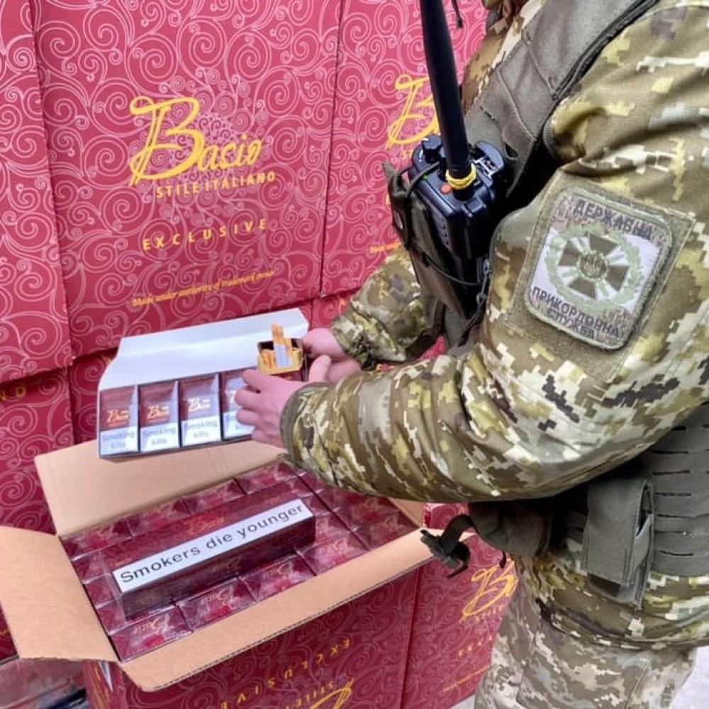 12 контейнеров с сигаретами // В порту Одессы выявили масштабную контрабандную схему