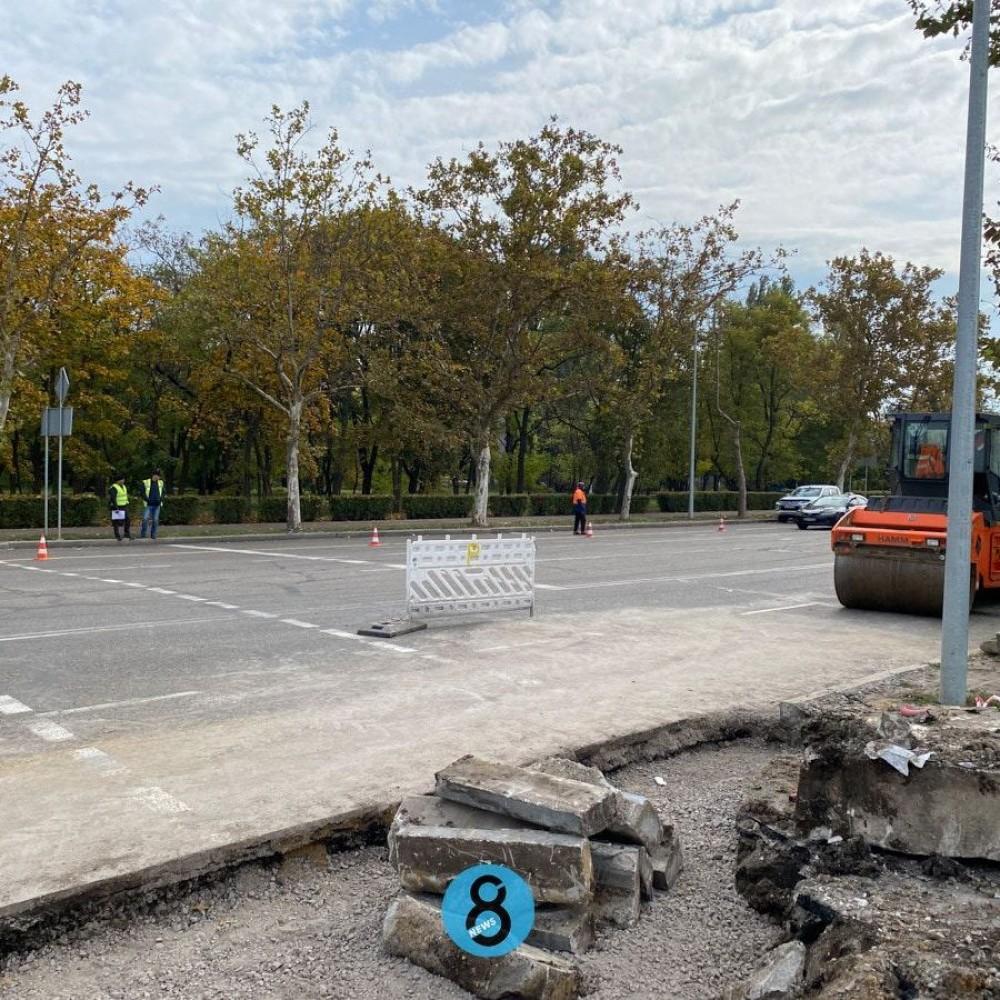 Установят фонтан и организуют круговое движение // На ул. Центральный Аэропорт начался капремонт