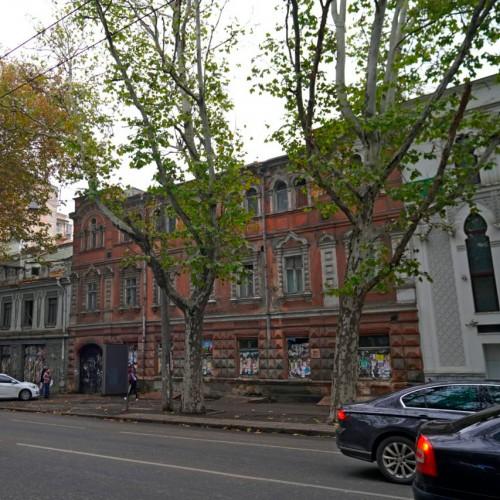 Что построят на месте красивейшего дома возле мечети на Ришельевской // Как сейчас выглядит старинное здание снаружи и внутри