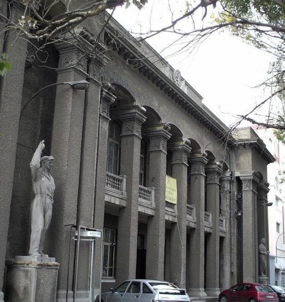 Здание бывшего ночного клуба и театра на Черноморского казачества выставили на продажу