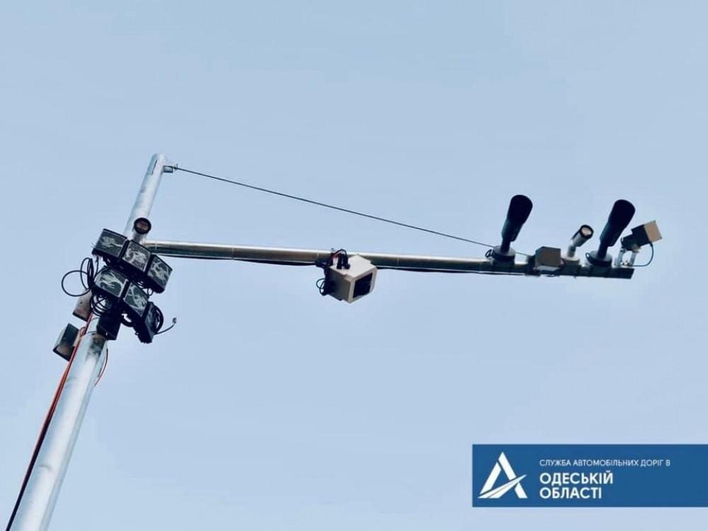 На Хаждибейском мосту завершили установку системы Weigh-in-Motion