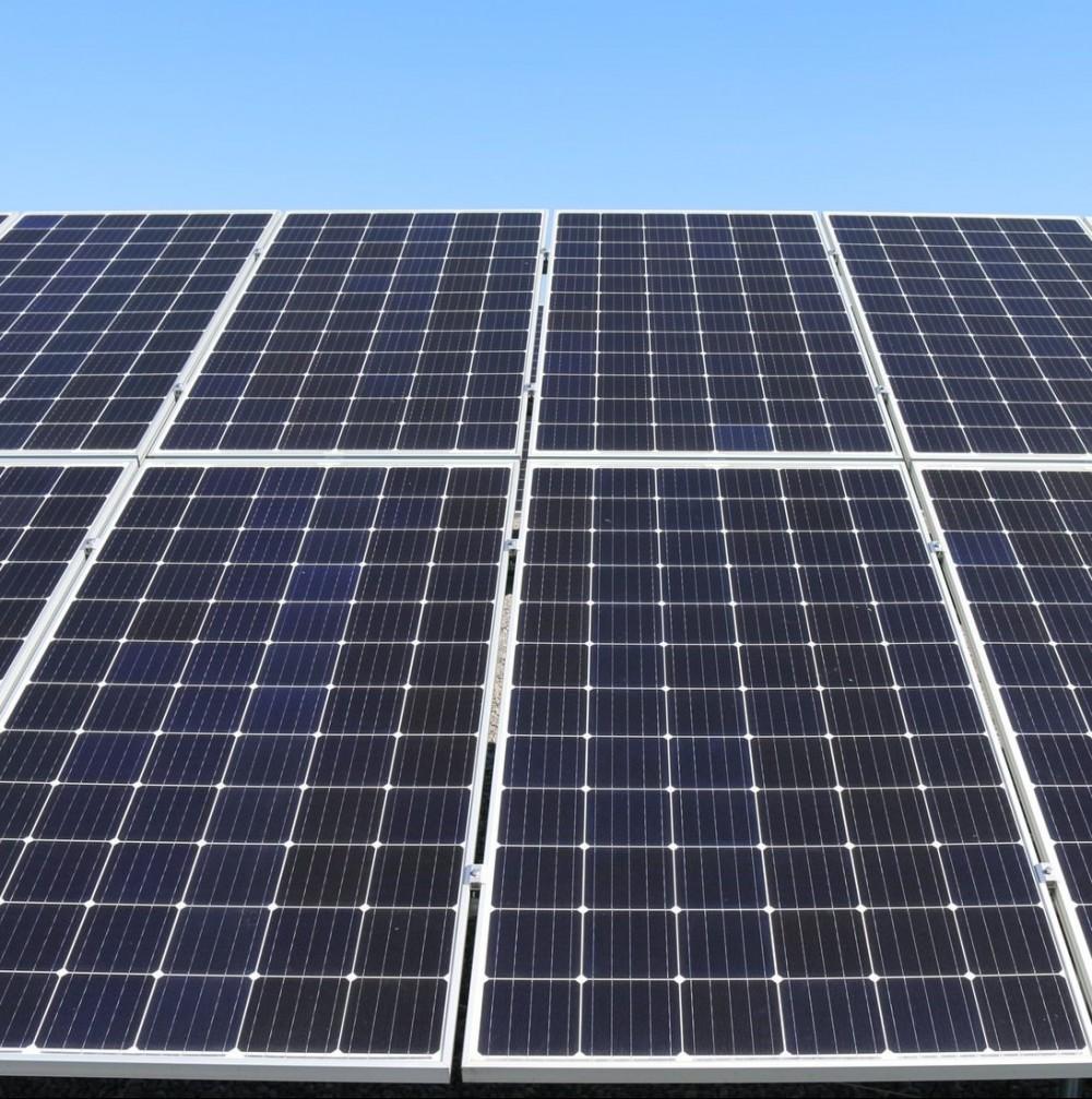Солнечными электростанциями за $1 млн осветили 5 км Киевской трассы // Обычное электричество вышло бы в 10 раз дешевле