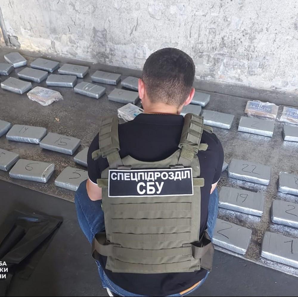 Бананы с кокаином // В порту Южный задержали крупную партию наркотиков из Эквадора