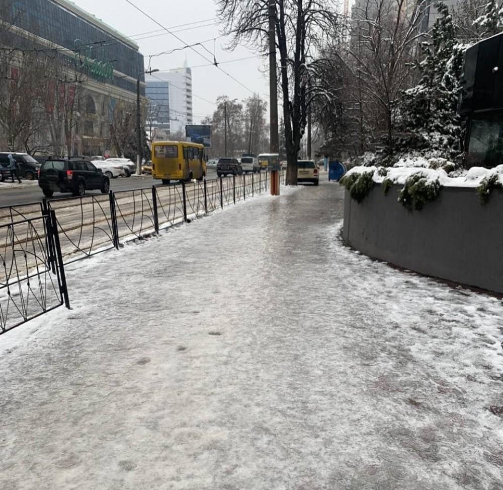 Непогода в Одессе // Как гололедица, сильный ветер и гололед повлияли на ситуацию в городе (обновляется)
