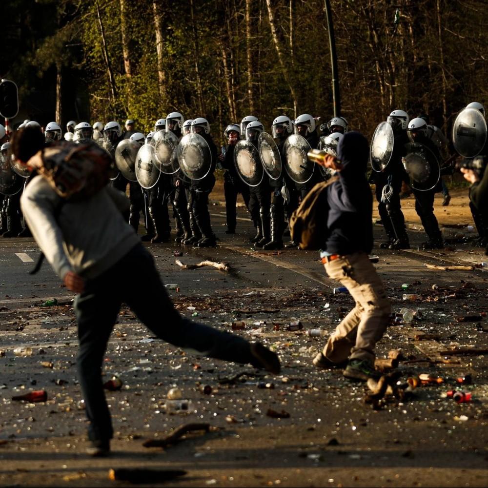 Фейковый концерт // Первоапрельская шутка спровоцировала массовые беспорядки в Бельгии