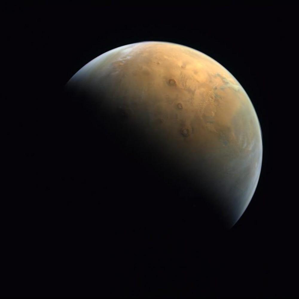 Арабская «Надежда» // Зонд Al Amal прислал на землю первое фото Марса
