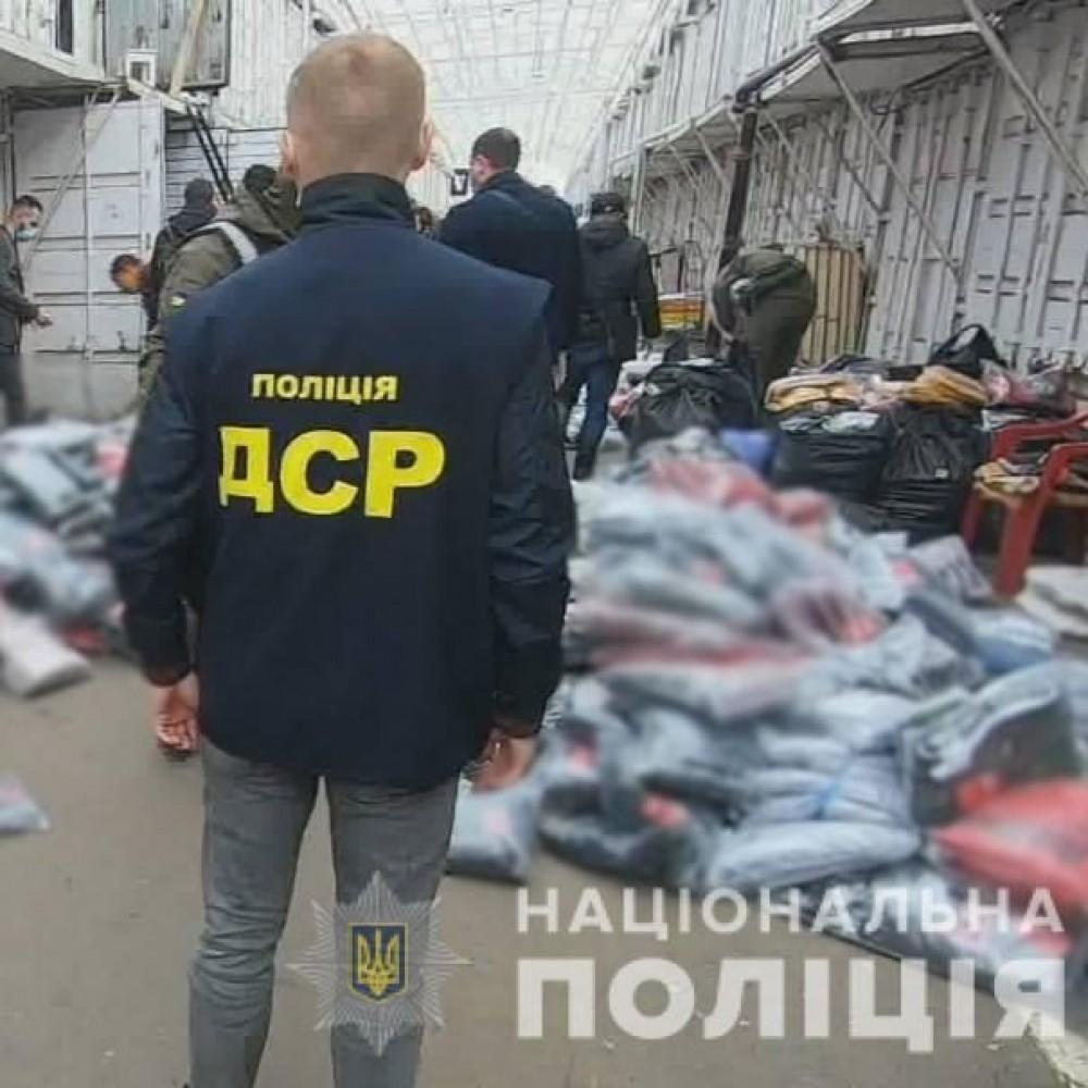 Родом из Одессы // Полиция накрыла цехи по подделке одежды мировых брендов
