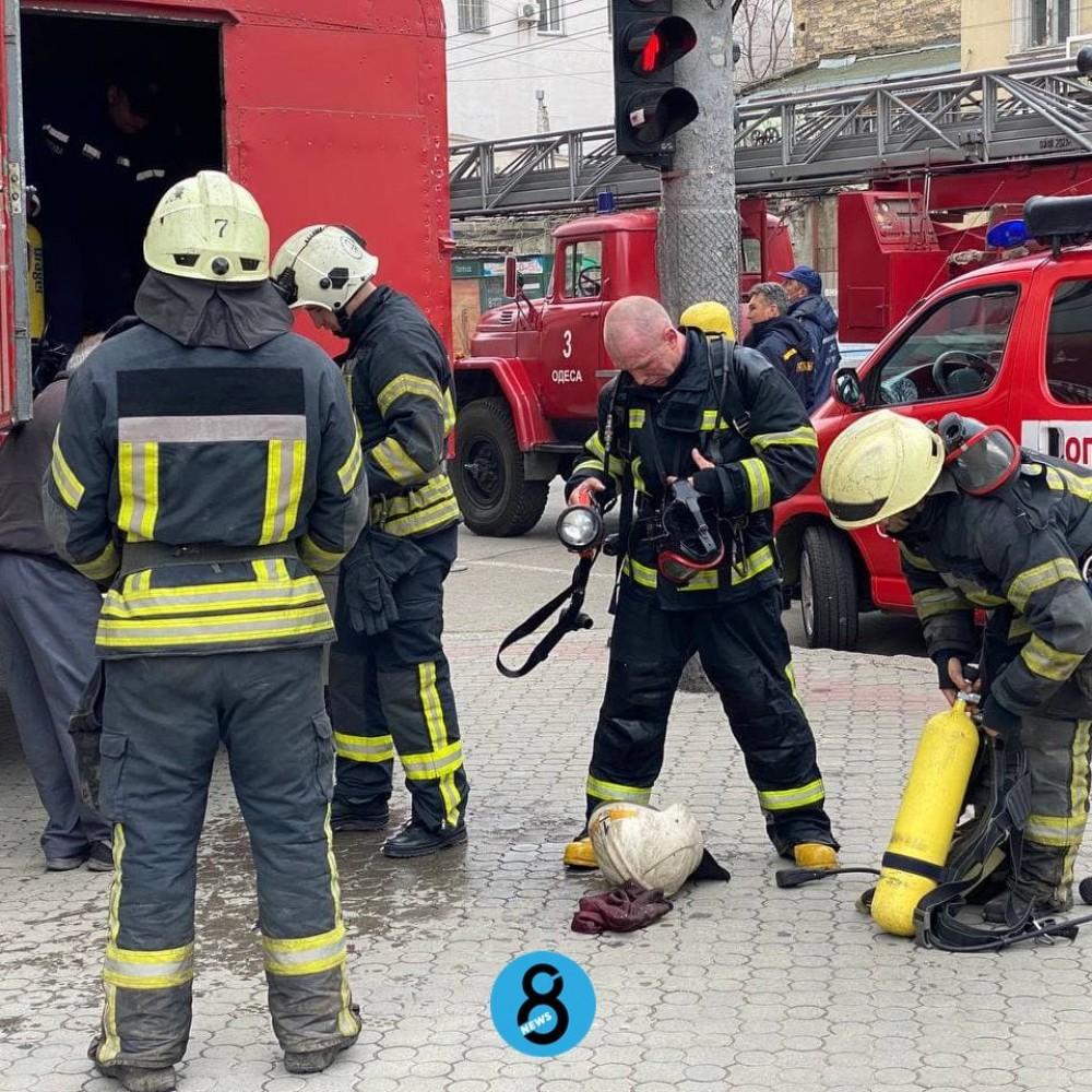 Пожар в гостинице «Черное море» // Для работы спасателей пришлось перекрыть часть улицы