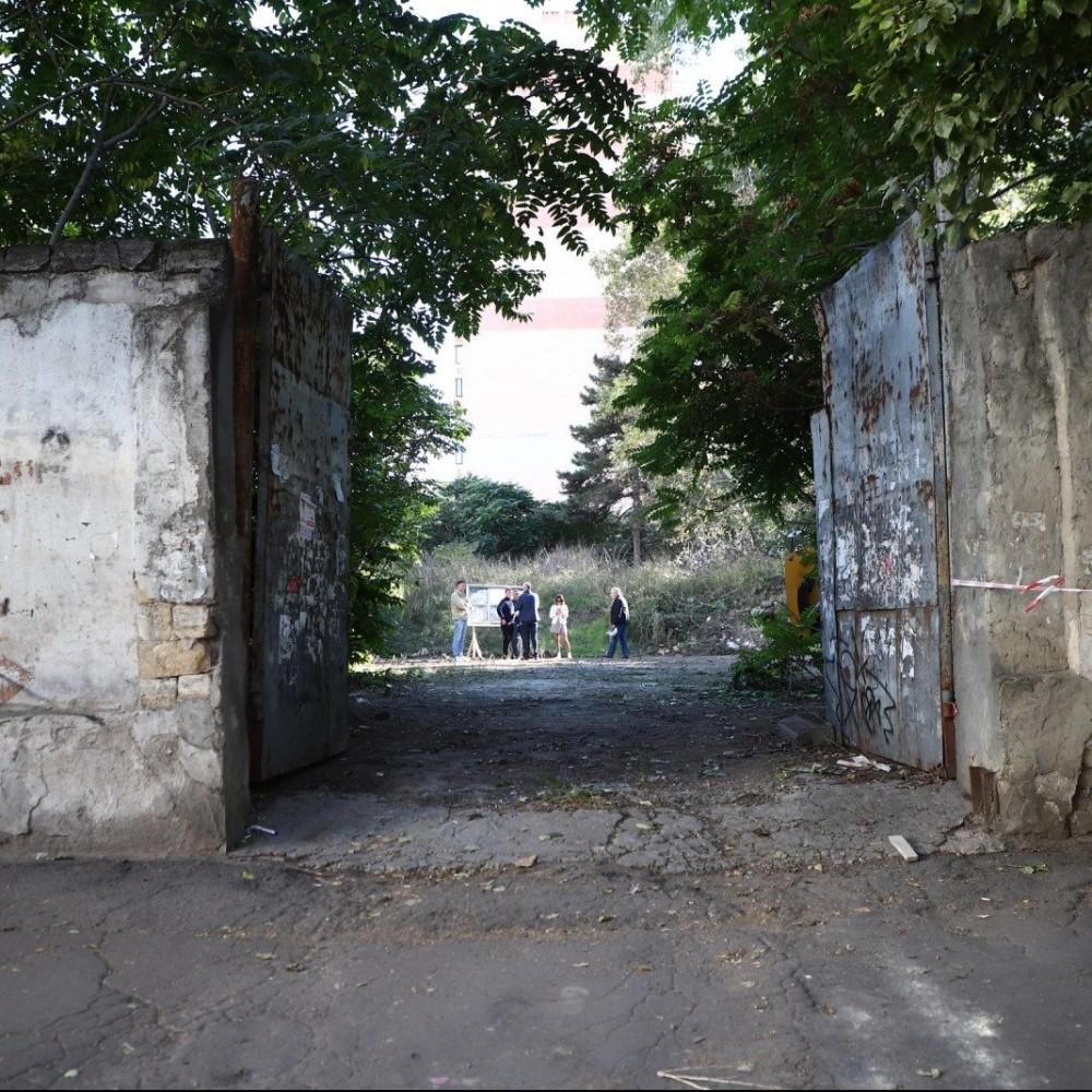 Сквера на Армейской пока не будет // На землю претендует Минобороны